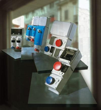 wall-mounted electrical socket / built-in / IP44 / interlocked