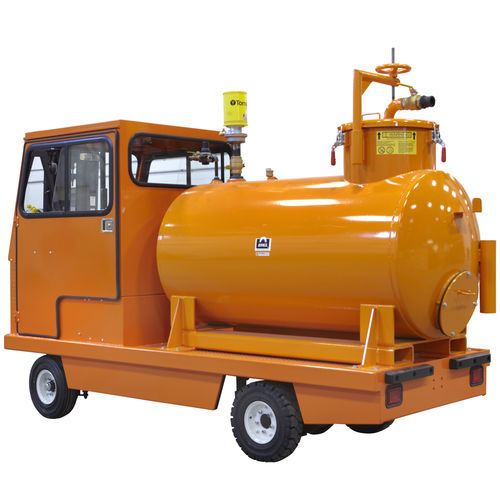 water vacuum cleaner / electric / gas / truck-mounted