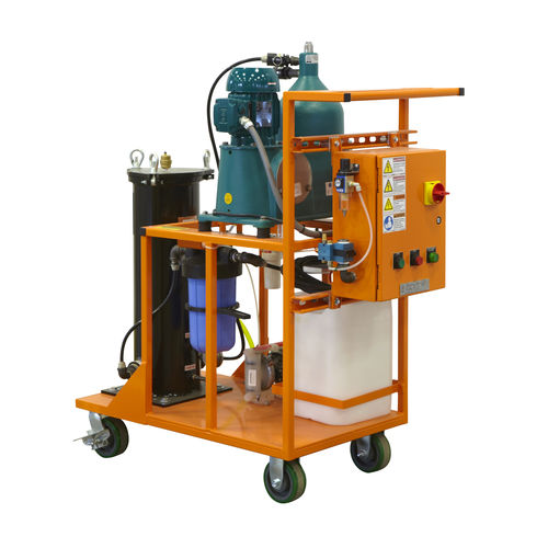 centrifugal separator / oil / for the recycling industry / compact