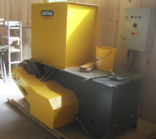 Single-shaft shredder / for wood LR630  UNTHA shredding technology