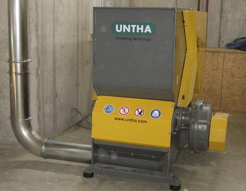 Single-shaft shredder / for wood / compact LR700 UNTHA shredding technology