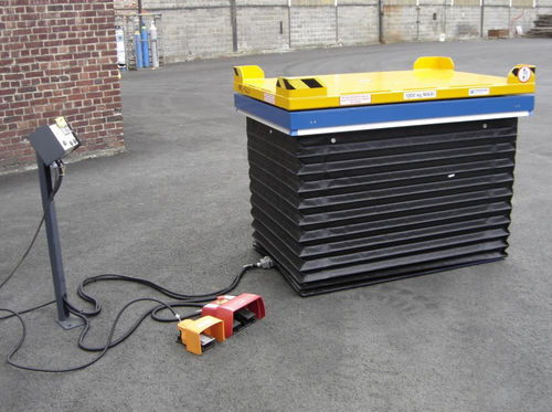 scissor lift table / hydraulic / stationary / loading