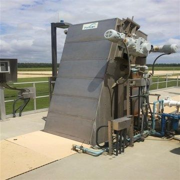 perforated plate screener / solid/liquid / for wastewater treatment / self-cleaning