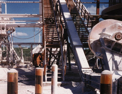 Chain conveyor / construction / for bulk materials / enclosed Metso Corporation