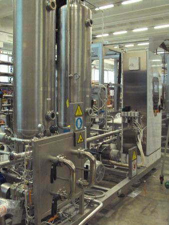 carbonated beverage production carbonator