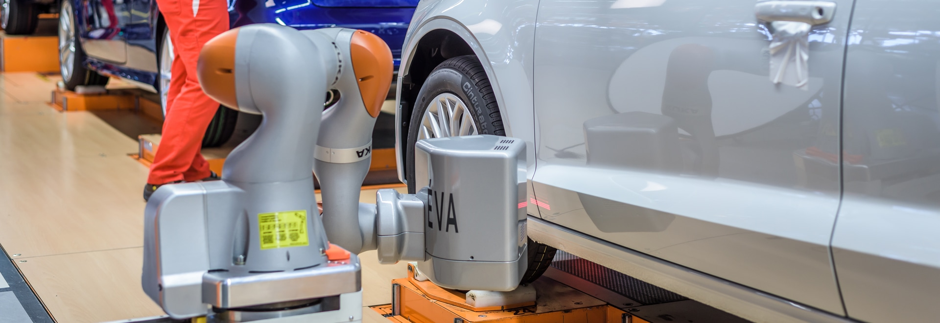 CALIPRI C12 COBOT system and CALIPRI C11 manual inline systems in final assembly at Győr