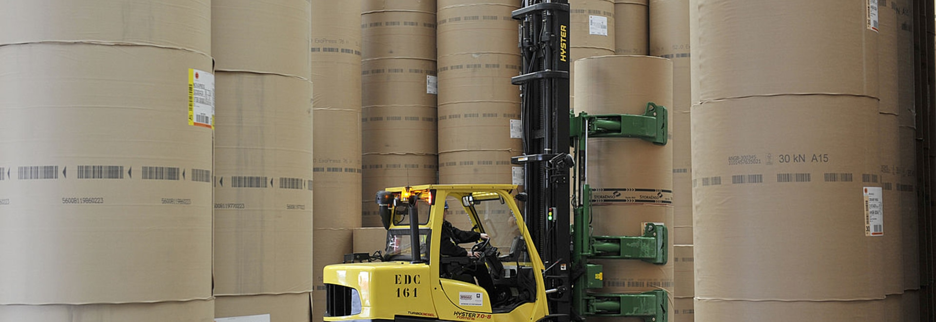 Compact Hyster® S7 Forklift is tough on paper weight