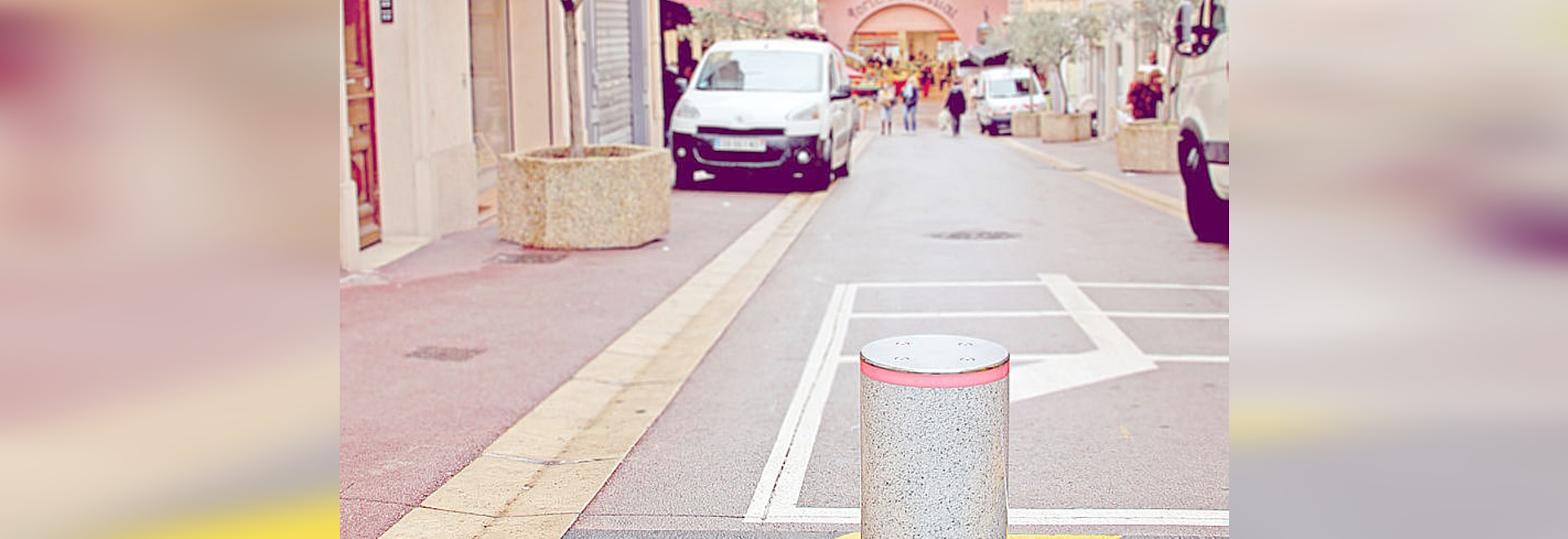 G6 EVO retractable bollard with built-in hydraulic pump - Legendary robustness and customizable design