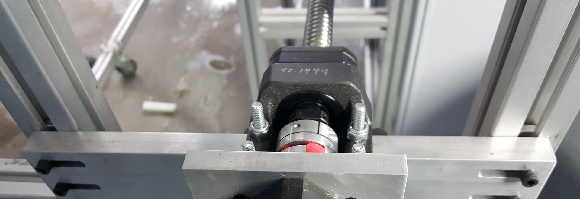 Gear drive and mounting system for the screw