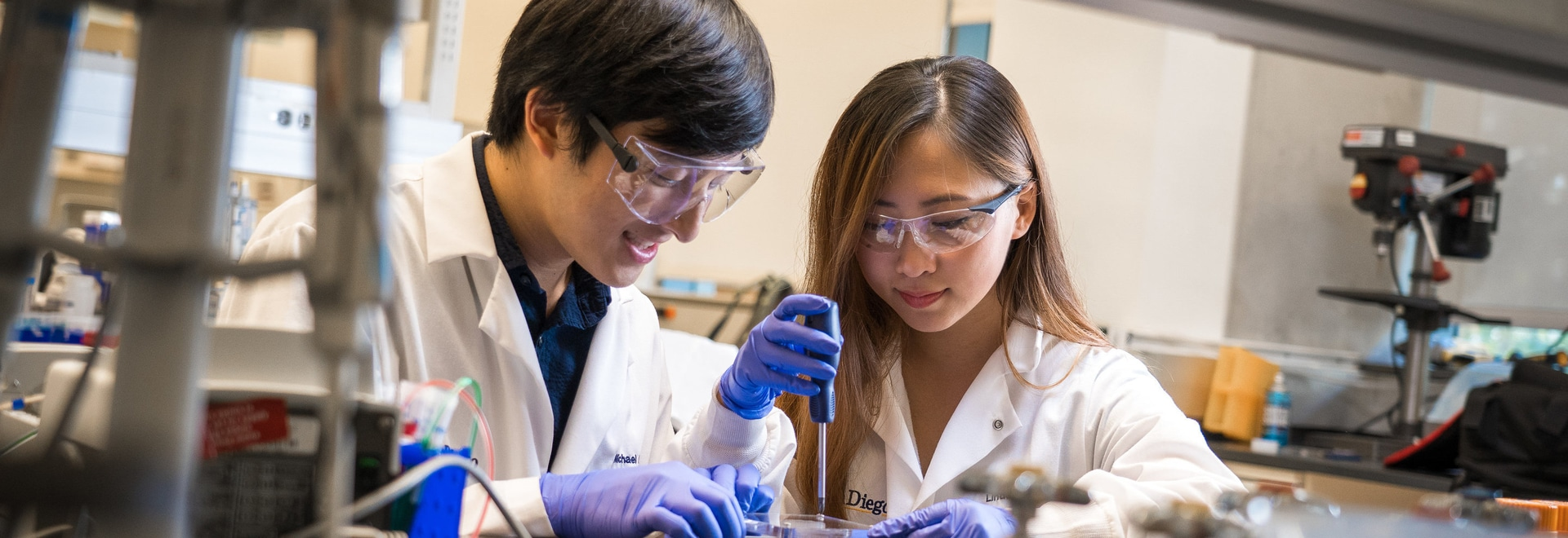 (L-R): Bioengineering graduate student Michael Hu and undergraduate student Xin Yi (Linda) Lei construct a vascularized gut model using their team's new 3D bioprinting technique. Photos by David Ba...