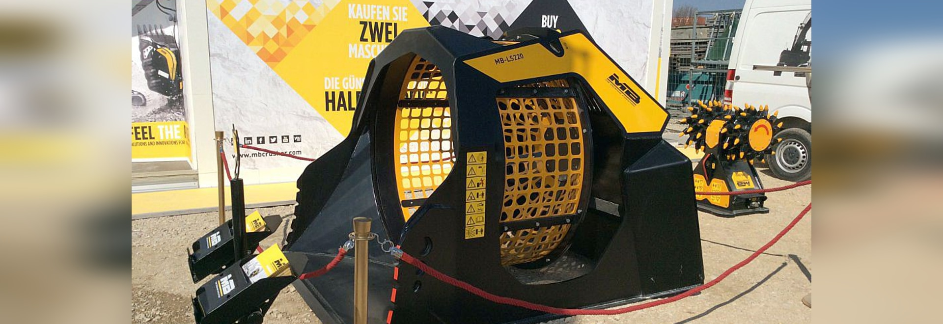 New Screening Bucket MB-LS220 at BAUMA 2016
