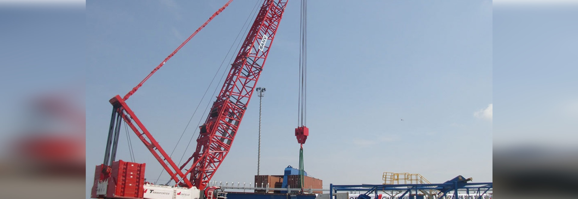 SANY SCC7500 crawler crane at the port of Mamonal, Cartagena