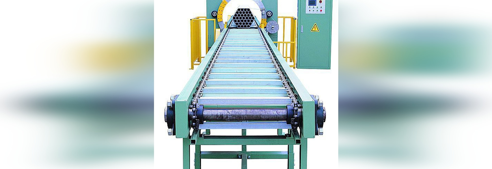 Steel pipe stretch wrapping machine