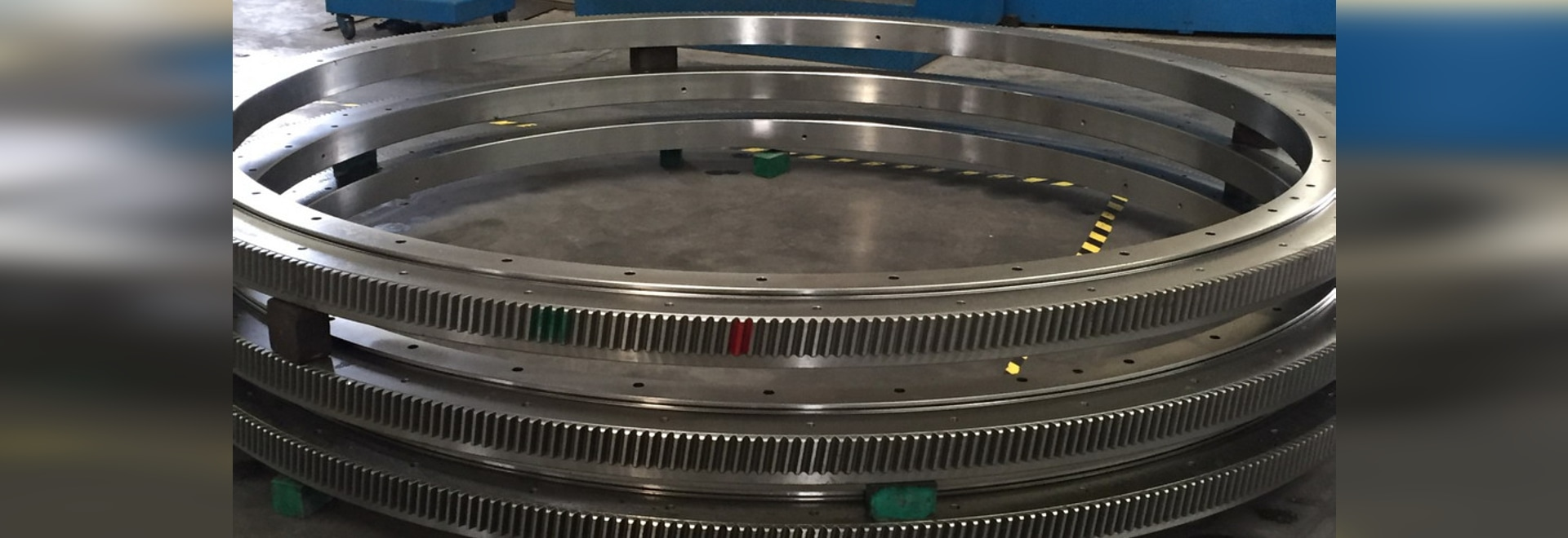 THB's bearings and slewing rings for blow molding machines and filler machines