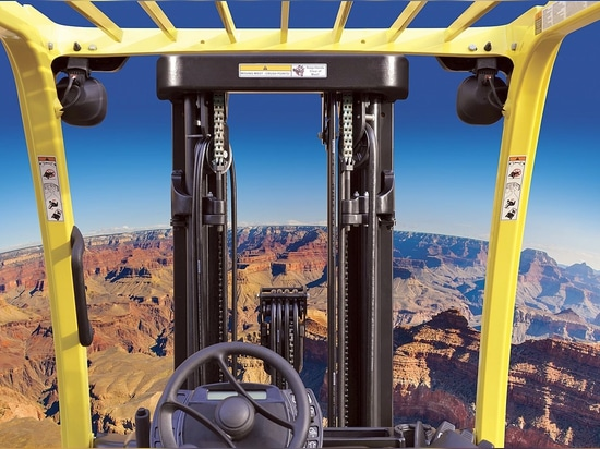 Mast design gives panoramic vision for Hyster forklift drivers