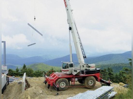Photo Courtesy of Link-Belt Construction Equipment Co.