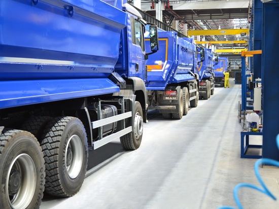 Attached implements and towed vehicles manufacture for commercial vehicles