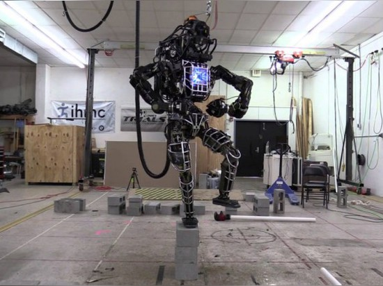 EVER SEEN A ROBOT WORK OUT TO AN '80S CLASSIC ?