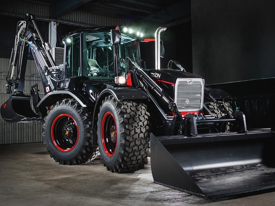 Bonfiglioli wheel-traction drives improve precision and efficiency in Huddig revolutionary Tigon Technology backhoe loaders.