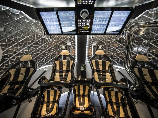 SPACEX UNVEILS SPACECRAFT THAT CAN FLY TO AND FROM SPACE