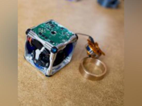 THE WORLD'S FIRST MODULAR, SELF-ASSEMBLING ROBOTS