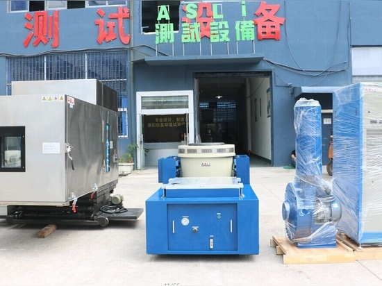 Environmental temperature humidity and vibration shaker system