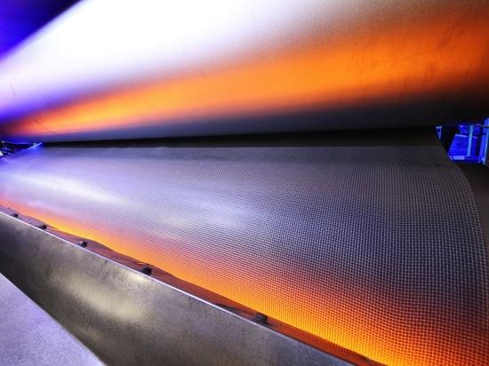 Infrarot-Systeme von Heraeus Noblelight sparen Energie und Zeit bei der Fertigung von Auto-Innenverkleidungen.
