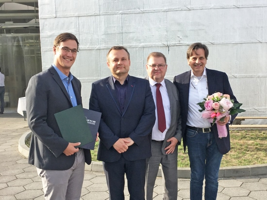 Paul Schmitz (production manager - Slubice / CONISTICS FRABA), Tomasz Ciszewicz (mayor of Slubice), Roman Dziduch (representative of the economic promotion company for the special business zone Slu...