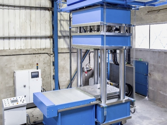 Special HIDROGARNE hydraulic press to carry out high-performance vulcanizing works