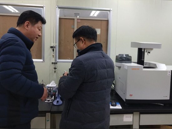 In the second day of the seminar, the field instrumental analysis operation of wood pellet has been organized in DARI laboratory.