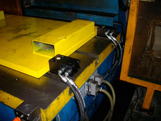 A sure and quick press die clamping system