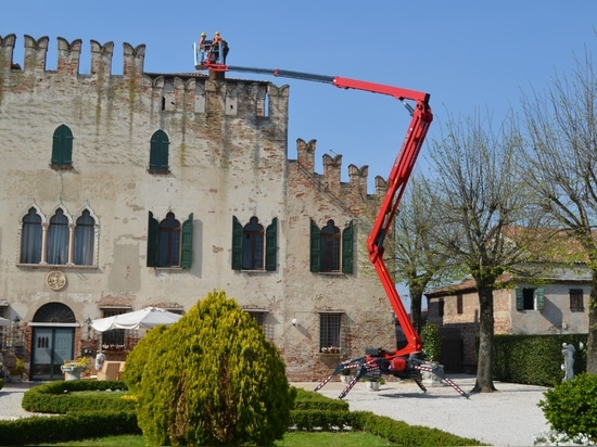 Hinowa introduces the new tracked aerial platform model LightLift 26.14