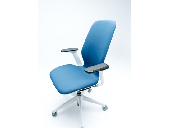 Steelcase Calls on Fast Radius and Carbon to Create a 3D Printable Redesign of its SILQ Chair