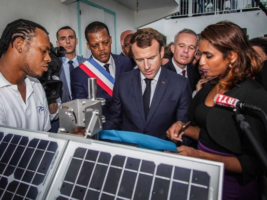 The inauguration of the Cairpol network of Gwadair by President MACRON in front of a Cairnet monitoring station during his visit to Guadeloupe on 28/09/2018 with the director C. Raghoumandan and E....
