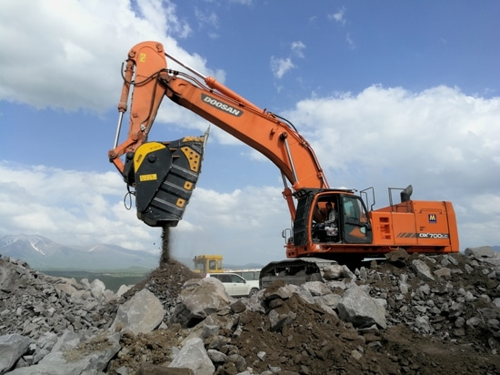 """Armenia, BF150.10: the biggest bucket crusher in the world easily reaches even the """"impossible"""" areas"""