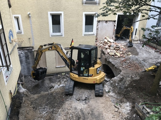 Germany, MB-C50: the crusher bucket aids renovation in historic centers