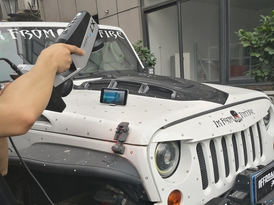 3D scanning a Jeep Wrangler outdoors using Wireless FreeScan X7+
