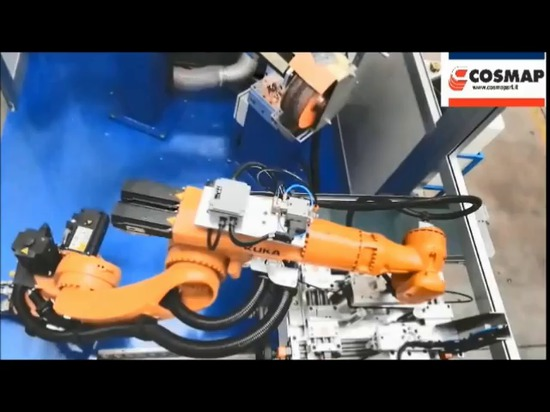 Robotized area with automatic loading and unloading