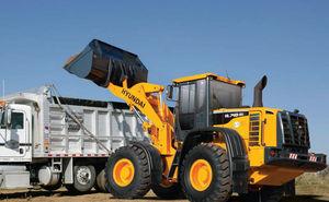 工事現場と鉱山用の道具と機械