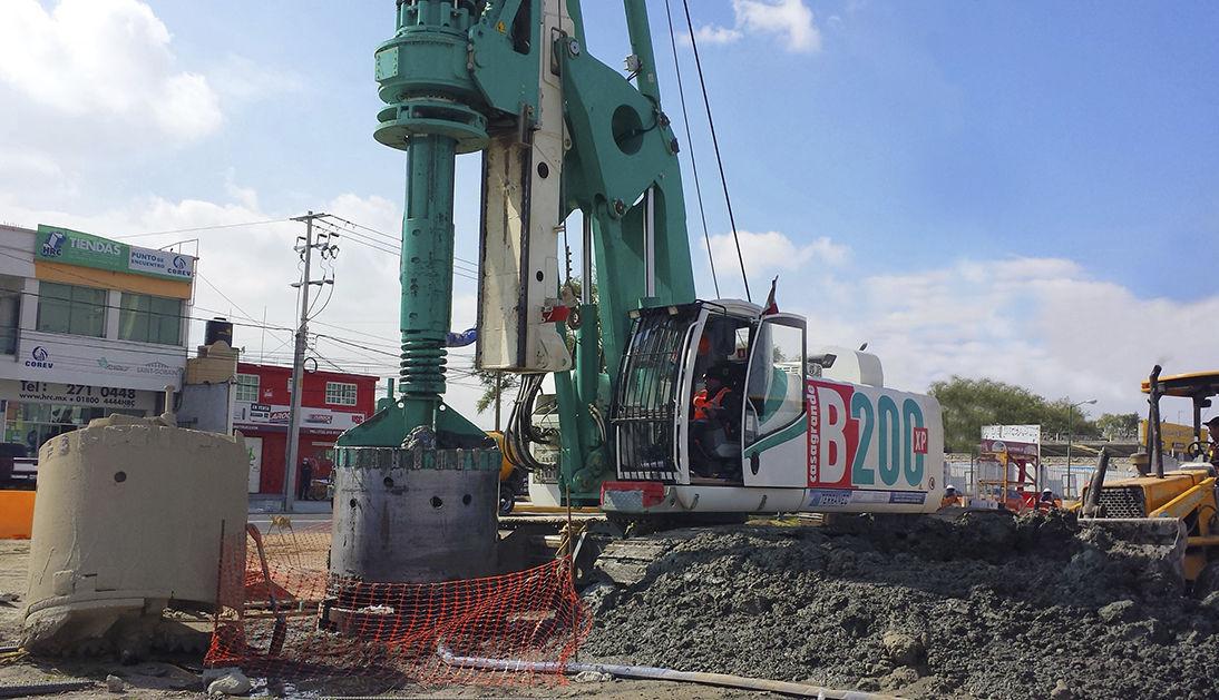 Piling drilling rig / crawler / rotary / hydraulic - B200 XP
