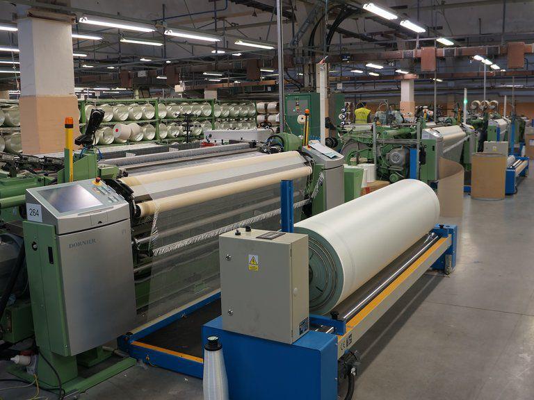 Carpet weaving machine / for technical