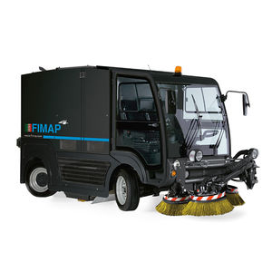 street sweeper / ride-on / diesel / compact