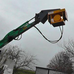 hydraulic vibrating pile driver
