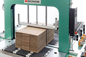 automatic strapping machine / for cardboard boxes / vertical