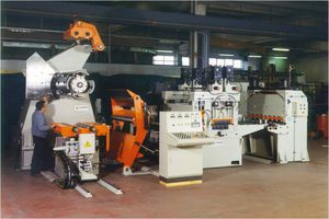 manually-controlled cut-to-length cutting line / for metal strips