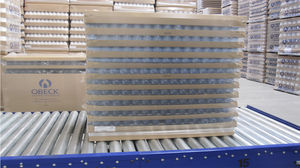 roller conveyor / pallet / for bottles / stationary