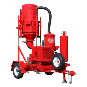 trailer-mounted vacuum cleaner / wet and dry / diesel engine / with combustion engine