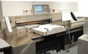 knife cutting machine / label / PLC-controlled / for mass production