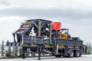 toothed roller crushing and screening plant / mobile / compact