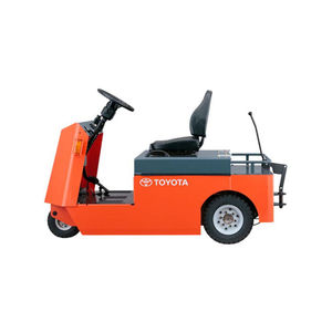 towing tractor / electric / 3-wheel / ride-on